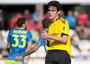 Se levantó con el pie izquierdo: Gio Reyna, hijo de Claudio Reyna, por fin debutaría como titular con el Dortmund, pero se lesionó calentando