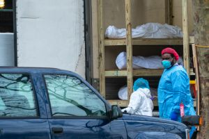 """Estados Unidos supera los 90,000 muertos por coronavirus y el presidente presiona: """"¡Reabran nuestro país!"""""""