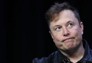 Elon Musk y su suegra protagonizan pelea en Twitter