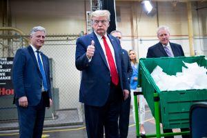 ¿Ford obligará a Trump a utilizar máscara contra coronavirus?