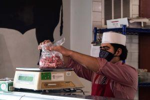 Temor al desabasto de alimentos por coronavirus obliga a Administración Trump a facilitar visas laborales