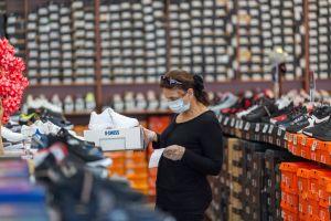 Condados de California reportan aumento de casos de COVID-19 tras reapertura