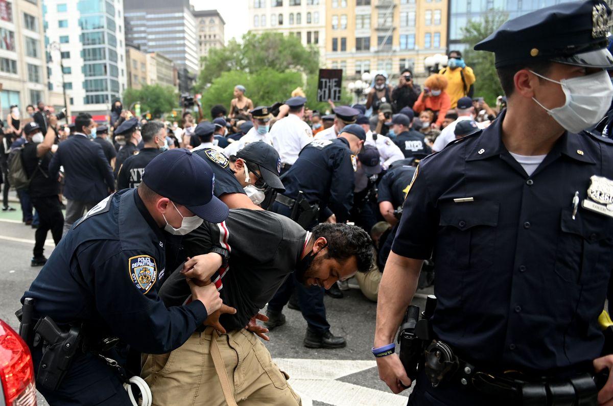 Más de 350 policías han resultado heridos durante protestas en Nueva York