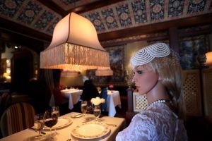Maniquíes y muñecos inflables, la propuesta de dos restaurantes para respetar el distanciamiento social y evitar el coronavirus