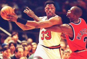 Robaron medallas olímpicas y anillo de campeón a Patrick Ewing