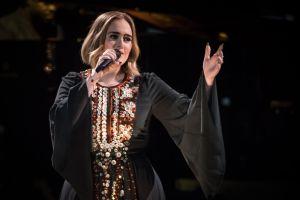 Conoce la mansión en la que Adele presume su estilizada figura en Beverly Hills