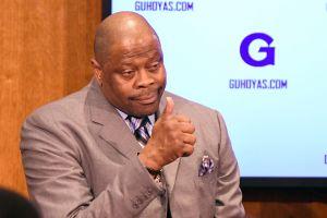 Leyenda de los Knicks de Nueva York, Patrick Ewing, se repone al COVID-19 y abandona el hospital