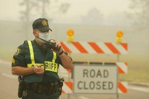 Incendios en Florida causan evacuaciones y cierre de carretera