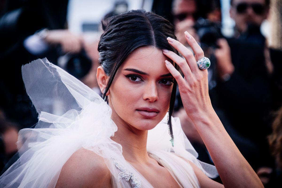 """Kendall Jenner revela que sufrió fuertes ataques de pánico en mitad de la noche. La modelo hablará de su salud mental y ansiedad en una serie para la marca """"Proactive""""."""