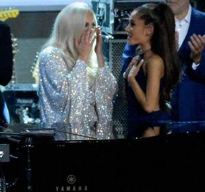 Lady Gaga y Ariana Grande suben la temperatura con sexys atuendos de látex
