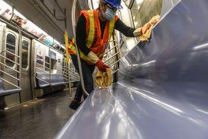 VIDEO: La pesada broma de un sujeto en el Subway que enfureció al MTA en medio de crisis de coronavirus