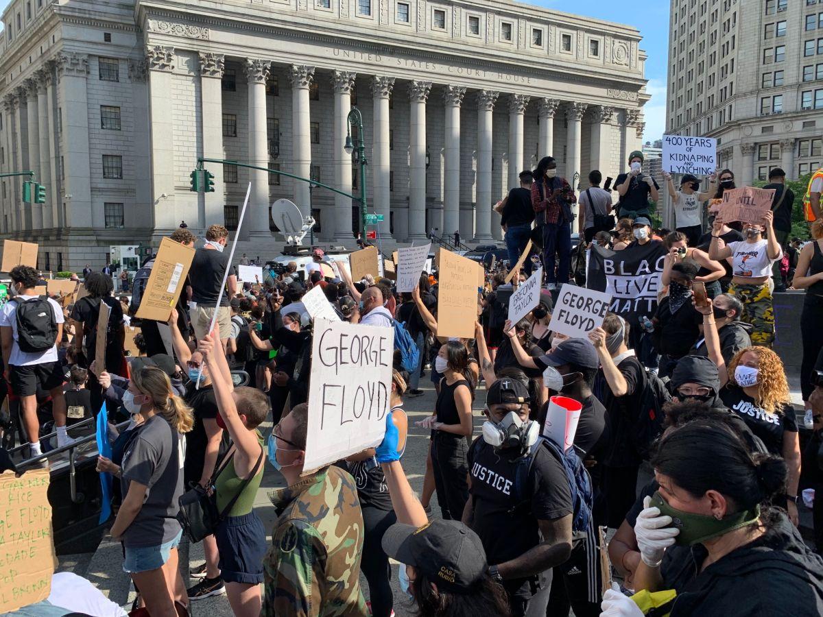Cientos protestan en el Bajo Manhattan por justicia para Floyd al grito de 'No Podemos Respirar'