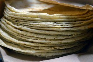 5 maneras de usar las tortillas de harina o maíz viejas