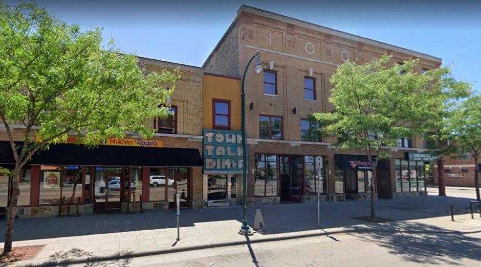 Queman el edificio del club latino donde trabajaron George Floyd y el policía Derek Chauvin