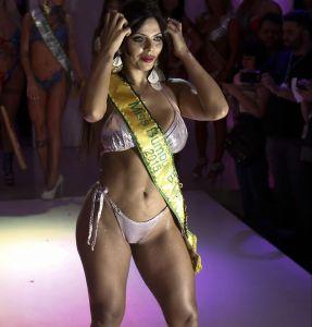 ¡En Video! Suzy Cortez suda con un sensual bikini amarillo y roza partes de su cuerpo con su mano