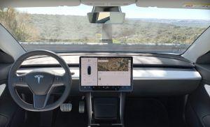 Tesla lanza un plan de suscripción y pago mensual para hacer uso del piloto automático en sus modelos
