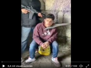 VIDEO: CJNG interroga a jovencito y lo descuartiza vivo por ser sicario de La Familia Michoacana