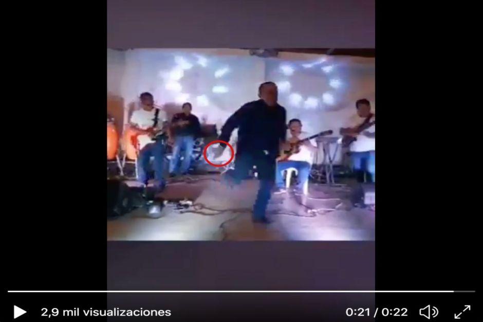 VIDEO: Cantaba en una fiesta y lo ejecutan junto a otros 6 al enfrentar a sicarios en Veracruz