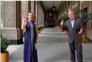 """AMLO dedica """"Amor Eterno"""", de Juan Gabriel a la mamás mexicanas"""