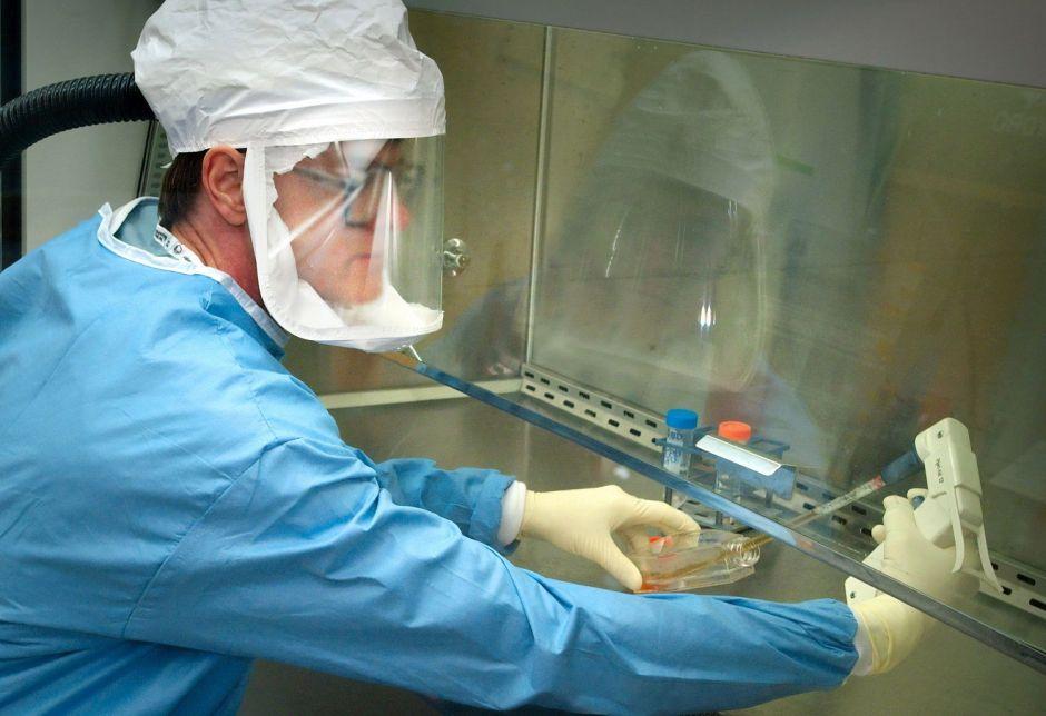 """La vacuna contra el COVID-19 desarrollada en China que genera anticuerpos y es """"tolerable"""" en humanos"""