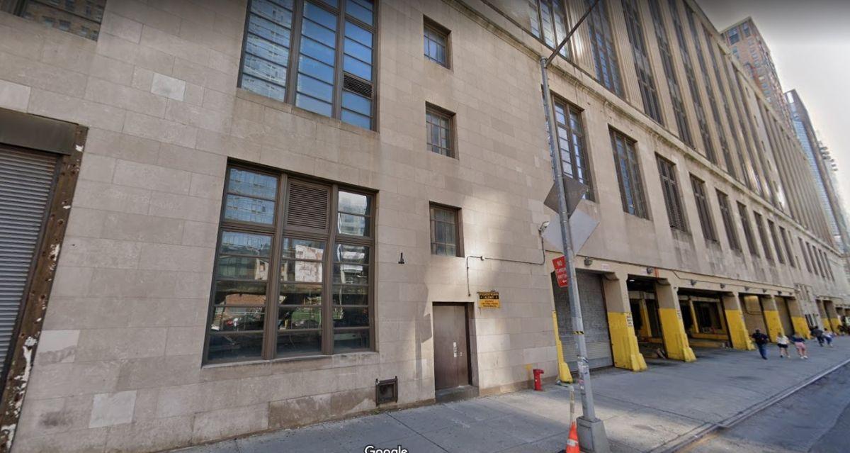 Explosión en oficina postal de Nueva York dejó un muerto y un herido; policías chocan en ruta a la escena
