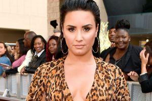 Demi Lovato se mete al jacuzzi con un traje de baño color vino, luciendo todas sus curvas