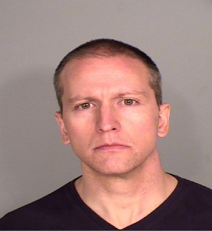 Expareja de oficial que sofocó a George Floyd fue acusada por pagar con cheque sin fondos