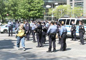 Cifras de arrestos por violación de distancia social pone al NYPD en el sillón de los acusados