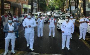"""AMLO llama """"heroínas"""" a enfermeras ante coronavirus"""