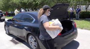 Los centros de ayuda a los más pobres de Miami advierten que se están quedando sin comida para repartir