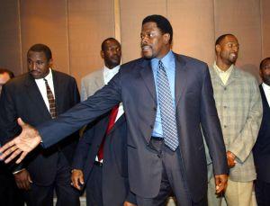 La leyenda de la NBA, Patrick Ewing, resultó positivo por coronavirus y fue hospitalizado en Washington