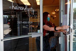 Dueña de peluquería en Dallas elige ir a la cárcel en lugar de cerrar su negocio para evitar contagios