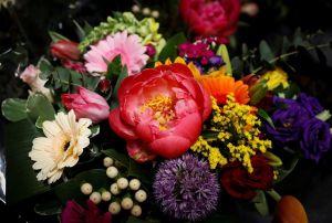 Coronoavirus: Ordenan en México cierre de florerías, pastelerías y panteones por el Día de las Madres