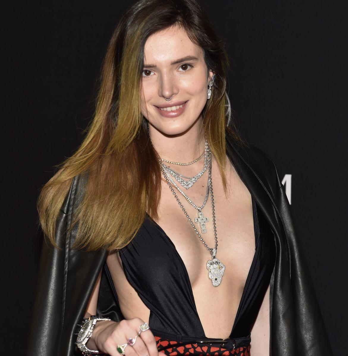 Bella Thorne trabajó con la actriz porno Abella Danger en un videoclip pero descartó estar frente a cámaras