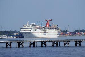 """Guardia Costera suspende búsqueda de 20 viajeros desaparecidos en barco que naufragó por el """"Triángulo de las Bermudas"""""""