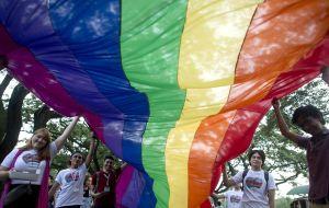 Dos homosexuales de Miami, recuperados del coronavirus, denuncian que la ley de Estados Unidos prohíbe a los gays donar plasma