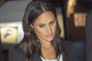 Meghan Markle se viste de luto: La duquesa de Sussex atraviesa sin Harry por este dolor