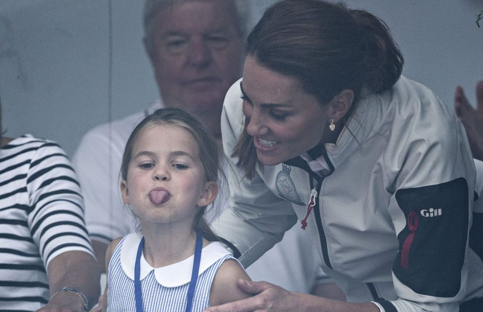 La bisnieta de la Reina Isabel celebra su quinto cumpleaños entregando comidas a los necesitados