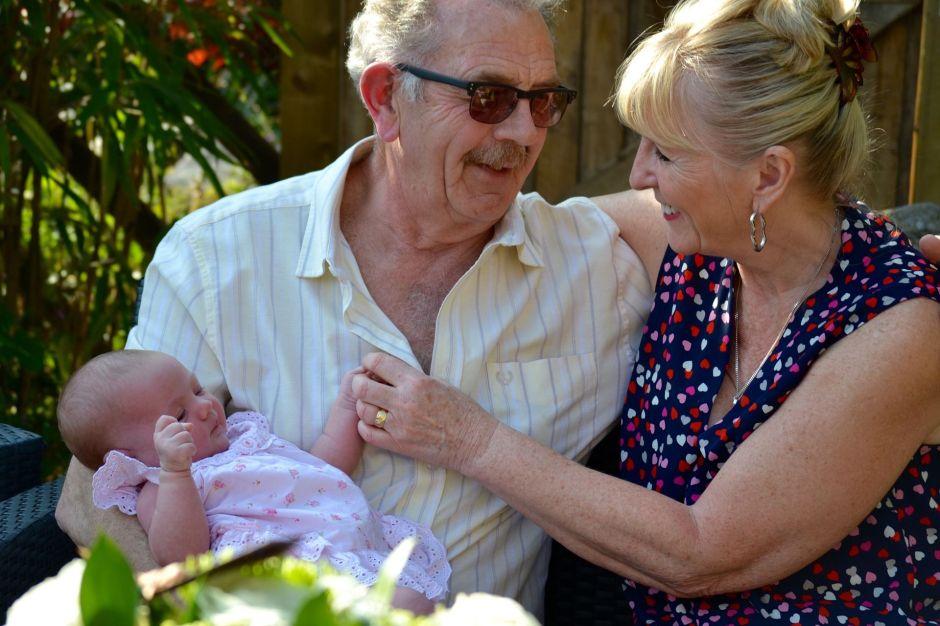 Abuelos están muy lejos de volver a cuidar de sus nietos