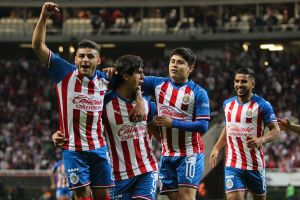 Chivas le da un baile al América y gana el Clásico de la eLiga MX con doblete de Oribe Peralta