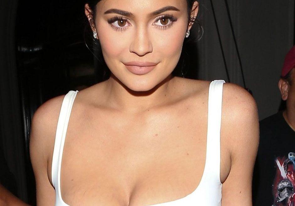 """Seis millones de """"likes"""" en minutos: el escote de Kylie Jenner conmociona Instagram"""