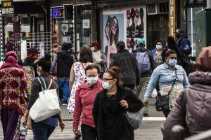 Doblemente víctimas del virus, los latinos demandan equidad en las ayudas con las que mantenerse a flote