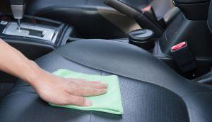 Qué es la alcántara en tu volante y cómo limpiarla para que no se vea feo