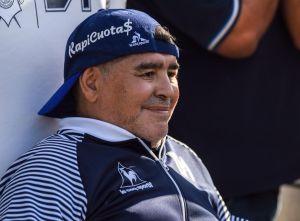 Maradona llora al pedir ayuda para personas que no tienen para comer