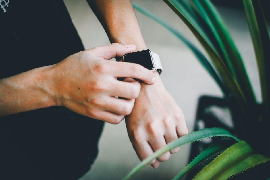 ¿Cómo puedes beneficiarte de un smart watch? Conoce sus funciones y los 3 modelos más vendidos en Amazon