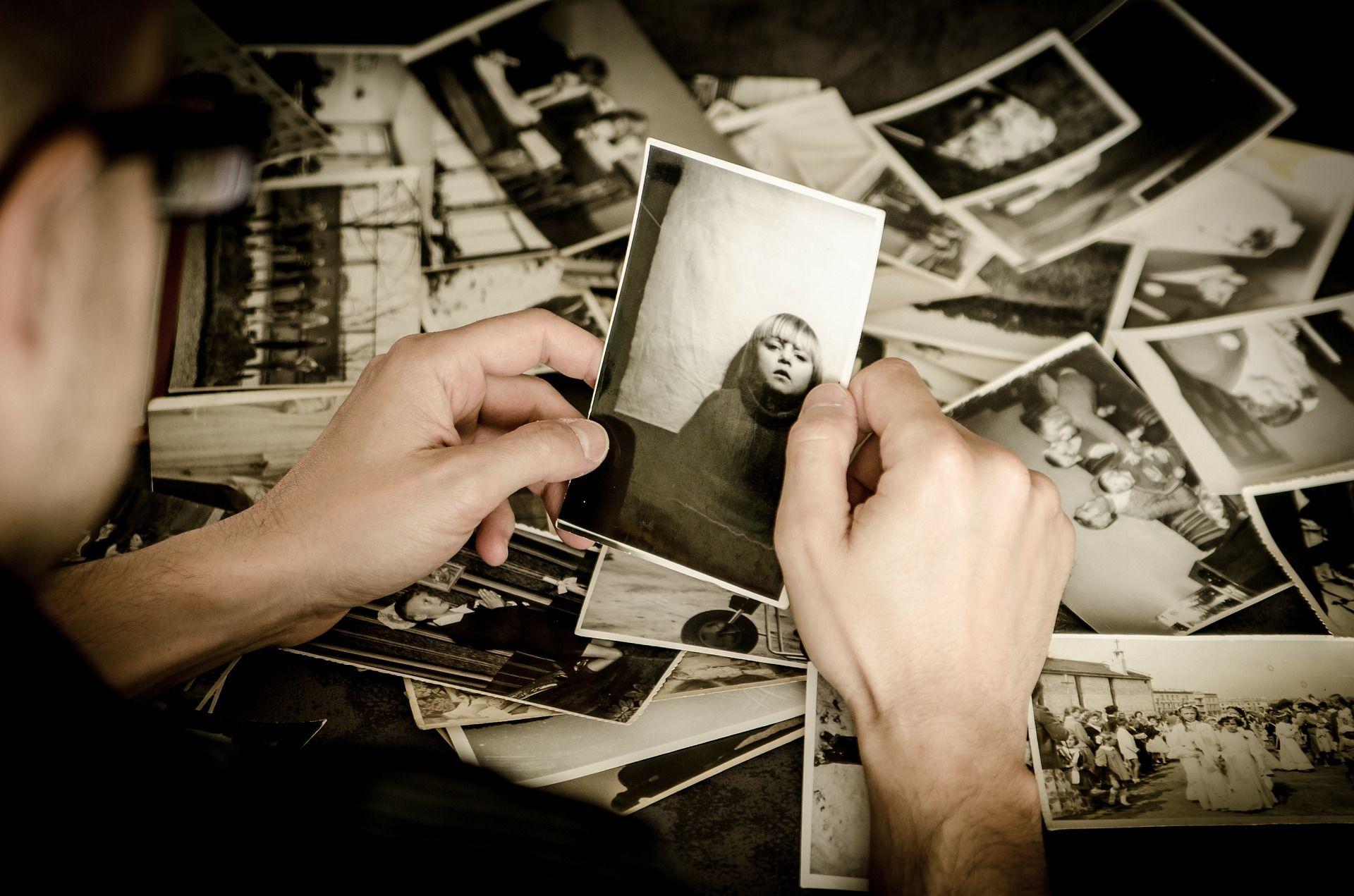 Lo que debes saber de la fotomancia, el arte de adivinar mirando fotografías