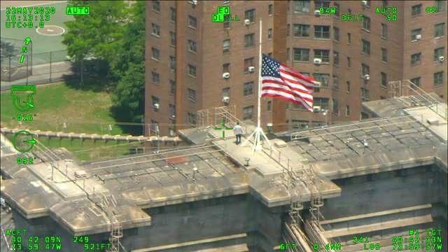 Intrépido escala el puente de Brooklyn y paraliza el tráfico de Nueva York; posible suicida