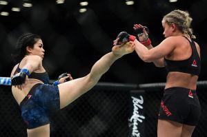 La estrella del UFC Rachael Ostovich deslumbra con fotos en bikini neón
