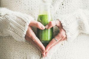 Jugo verde que deberás tomar todas las mañanas para nutrirte, eliminar toxinas y bajar de peso