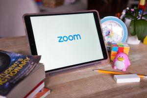 Cruel broma a un profesor que estaba dado clases por Zoom genera gran indignación